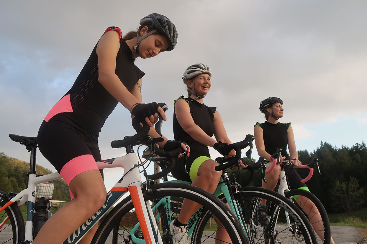 women cycling outfit